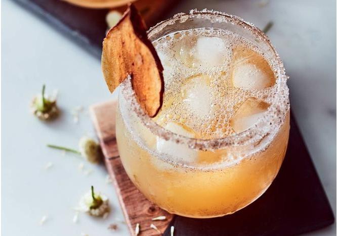 Iced Spiced Apple Mocktail