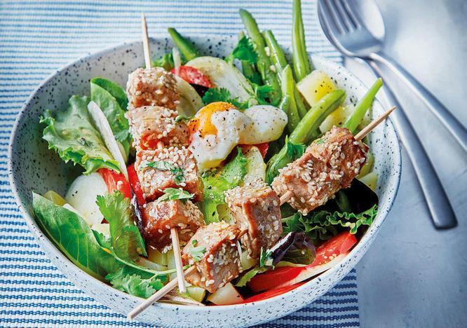 Mixed Salad and Tuna Skewers